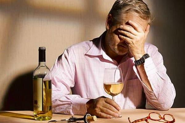 Употребление спиртного после инсульта весьма нежелательно